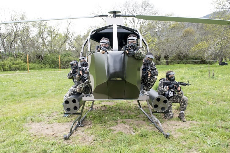 Grupo de una despedida de soltero de madrid escondido en el interior del helicóptero