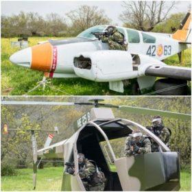 gugadores en gran paintball madrid jugando sin peligro en el avión y el helicóptero totalmente equipados con equipos de seguridad